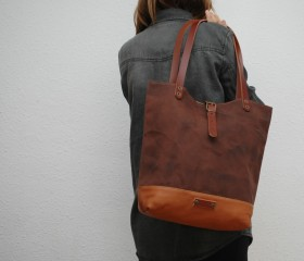 Tote bag waxed canvas, chocolate color.