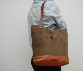 Tote bag waxed canvas, brown tobacco color.