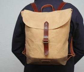 Waxed canvas rucksack, vanilla color.