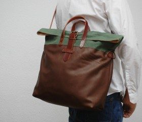 Weekend bag, green army color