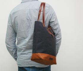 Tote bag waxed canvas, navy color.
