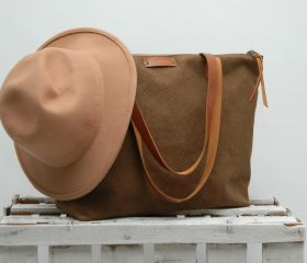 waxed canvas bag with leather handles and closures,tan color